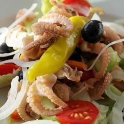 fish_squid_octopus_calamari_salad_cucumber_tomato_paprika-747056.jpg!d